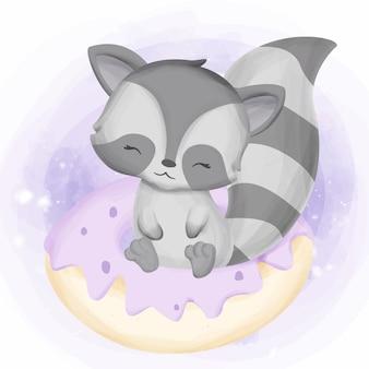 Glückliches waschbär-spiel mit schaumgummiring-kuchen