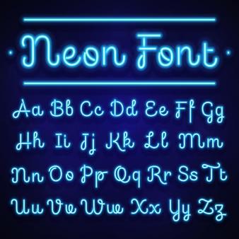 Glühende kalligraphische neonbuchstaben auf dunkelheit. alphabet zeichen. handschriftliche schrift des neonalphabetes