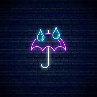 Glühender neonregenschirm mit regentropfen wettersymbol auf dunklem backsteinmauerhintergrund. regenschirmsymbol mit regentropfen im neonstil zur wettervorhersage in der mobilen anwendung. vektor-illustration.