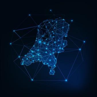 Glühender schattenbildentwurf der niederlande-karte gemacht von den niedrigen polygonalen formen.