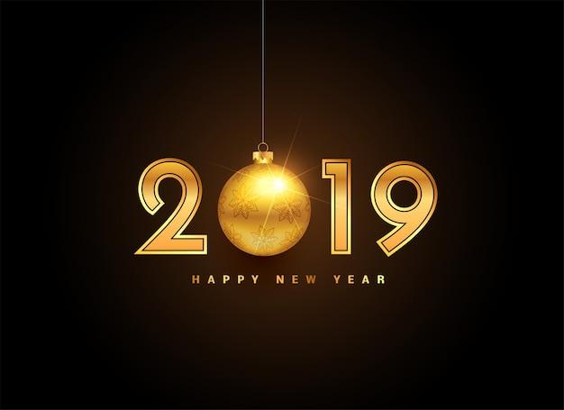 Goldene beschriftung des neuen jahres 2019 mit weihnachtskugel