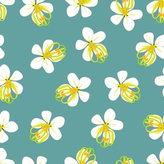 Goldene duschblume auf blauem grünem hintergrund