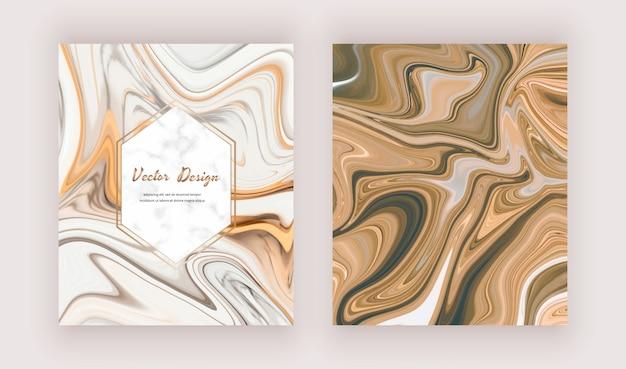 Goldene flüssige tintenmalkarten mit geometrischen marmorrahmen.