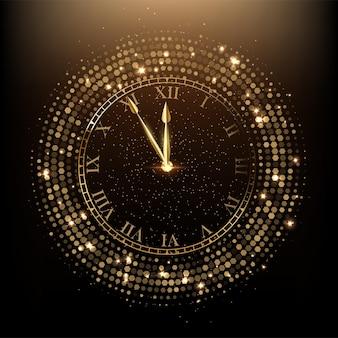 Goldene glänzende uhr pfeil zeigt fünf minuten vor mitternacht