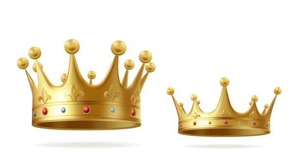 Goldene kronen mit edelsteinen für den könig- oder königinsatz lokalisiert auf weißem hintergrund.