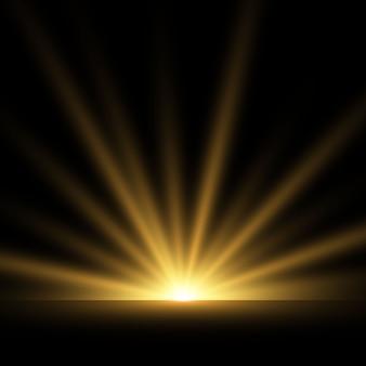 Goldene leuchtende lichteffekte lokalisiert auf transparentem hintergrund. sonnenblitz mit strahlen und suchscheinwerfer. der glow-effekt. der stern brach in brillanz aus.