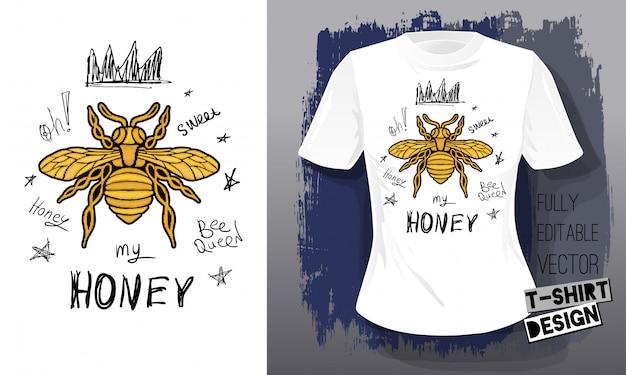 Goldene stickerei der honigbiene königin krone textilgewebe schriftzug goldflügel insekt t-shirt design. hand gezeichnete vektor honigbiene luxus mode gestickt stil