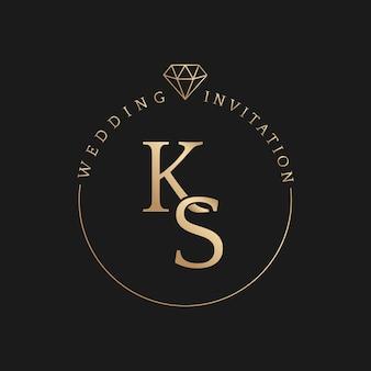 Goldener abzeichenvektor der hochzeitseinladung mit den namen des bräutigams und der braut im eleganten stil