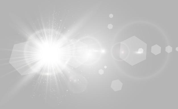 Goldener heller stern. lichteffekt heller stern. schönes licht zur veranschaulichung. weihnachtsstern weiße funken funkeln mit einem besonderen licht. funkelt auf transparentem hintergrund.