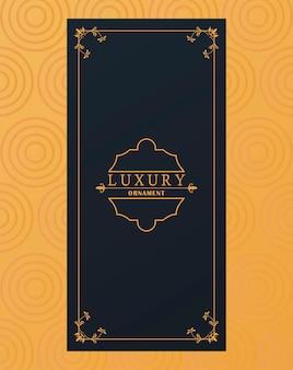 Goldener luxusrahmen im viktorianischen stil im gelben hintergrund