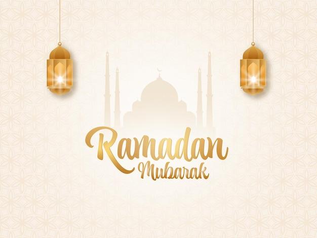 Goldener ramadan mubarak schriftart mit beleuchteten laternen hängen und silhouette moschee auf islamischem musterhintergrund.