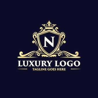 Goldenes handgezeichnetes luxus-logo-design im antiken vintage-stil mit krone und krone, geeignet für hotelrestaurant, café, café, spa, schönheitssalon, luxusboutique, kosmetik- und dekorationsgeschäft