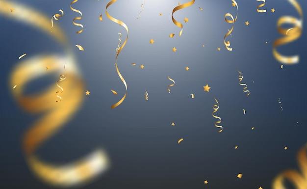 Goldenes konfetti fällt auf einen schönen hintergrund fallende luftschlangen auf der bühne