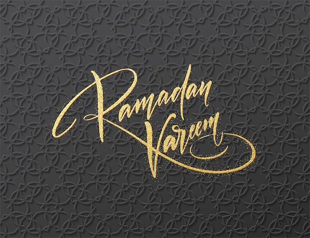 Goldglitter-schriftzug ramadan kareem auf dem nahtlosen arabischen girish muster.