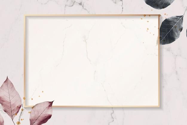 Goldrahmen mit laubmuster auf strukturiertem marmorhintergrund
