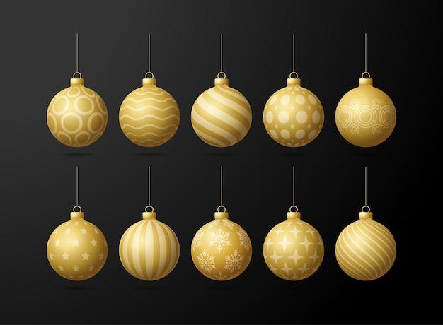 Goldweihnachtsbaumspielzeug oe kugeln, die auf einem schwarzen hintergrund gesetzt werden. strumpf weihnachtsdekorationen. objekt für weihnachten, modell. realistisches objekt illustration