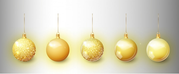 Goldweihnachtsbaumspielzeugsatz lokalisiert auf einem transparenten hintergrund. strumpf weihnachtsdekorationen.