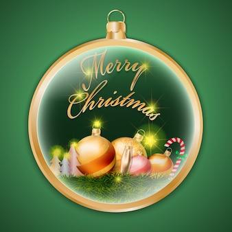 Goldweihnachtsglatter ball auf grünem hintergrund
