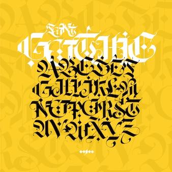 Gotisches alphabet. moderne gotik. schwarze kalligraphische buchstaben auf gelbem grund.