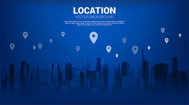 Gps-stiftmarkierung mit stadthintergrund. standort- und einrichtungskonzept, gps-technologie