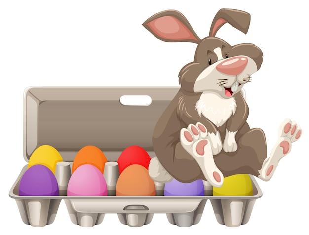 Grauer hase mit bunten eiern