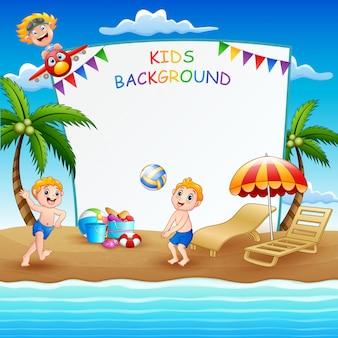 Grenzschablone mit den kindern, die am strand spielen Premium Vektoren