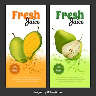 Große banner mit mango und birnensäften in realistischem design