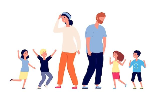 Große familie. müde eltern, glückliche aufgeregte kinder. mutter vater stehen mit teenagern. vektor elternschaft, große gruppe kleinkinder illustration. vater und mutter mit kindern jungen und mädchen