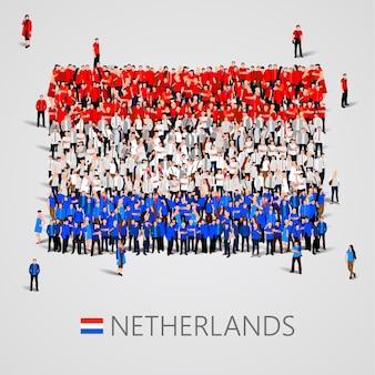 Große gruppe von menschen in form der niederländischen flagge