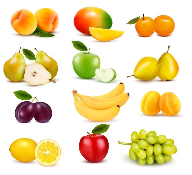 Große gruppe von verschiedenen früchten lokalisiert auf weiß