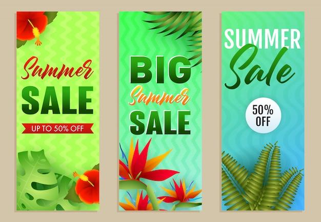Große sommerschlussverkauf-beschriftungen eingestellt, tropische blätter und blumen