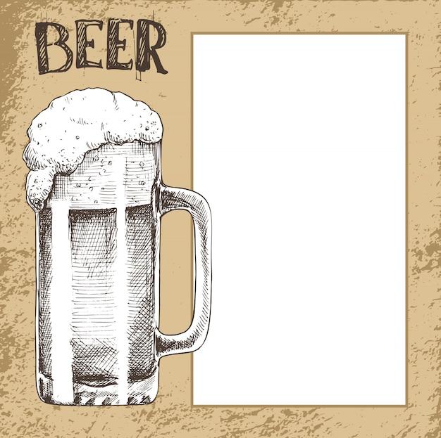 Großer bier-skizzen-becher mit schaum auf altem hintergrund