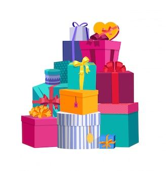 Großer stapel von bunten eingewickelten geschenkboxen