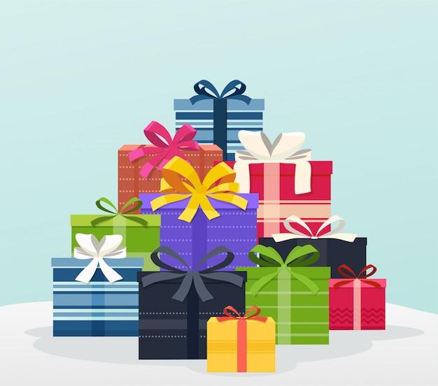 Großer stapel von bunten geschenken mit bögen