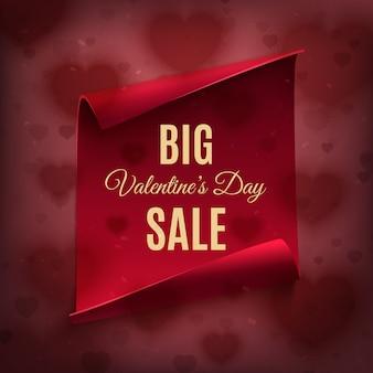 Großer valentinstag-verkauf, plakatschablone. rote, gebogene papierfahne auf rotem hintergrund mit herzen.