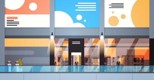 Großes einzelhandelsgeschäft des modernen einkaufszentrum-innenraums