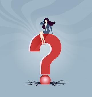 Großes problem - geschäftsfrauen sitzt auf dem fragezeichenzeichen
