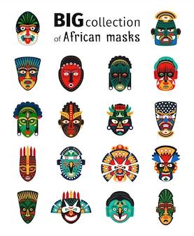 Großes set der stammes- ethnischen afrikanischen maske auf weißem hintergrund