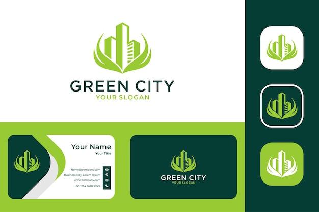 Grüne stadtnatur mit blatt- und gebäudelogodesign und visitenkarte