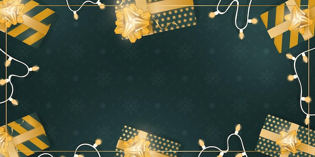 Grüner hintergrund mit realistischen geschenkboxen mit goldbändern und schleifen. girlanden mit glühbirnen. sicht von oben. banner mit platz für text. vektor-ippustration.