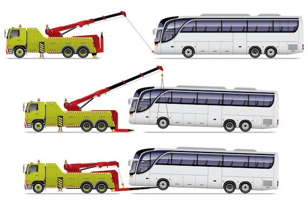 Grüner schwerlast-abschleppwagen ziehen weißen bus.