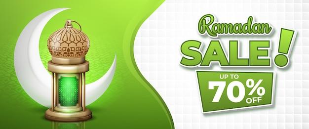 Grünes ramadan-verkaufsbanner mit realistischer laterne