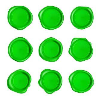 Grünes wachssiegelset. wachssiegelstempelsatz lokalisiert auf weißem hintergrund.