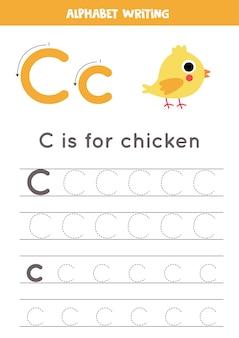 Grundlegende schreibpraxis für kindergartenkinder. arbeitsblatt zur alphabetverfolgung mit allen az-buchstaben. verfolgung des buchstabens c mit niedlichem karikaturhuhn. pädagogisches grammatikspiel.