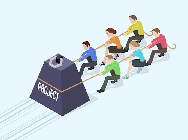 Gruppe büroangestellte, die das riesige gewicht mit der projektinschrift drängen