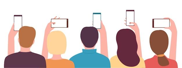 Gruppe junger leute, männer und frauen, die smartphone-rückansicht halten leute, die fotovideos aufnehmen