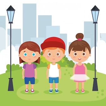 Gruppe kleinkinder in den parkcharakteren