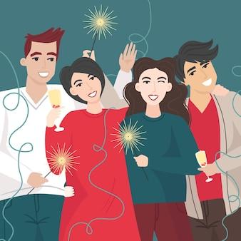 Gruppe von freunden, die neujahr feiern und wunderkerzen halten