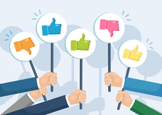 Gruppe von geschäftsleuten mit daumen hoch. sozialen medien. gute meinung. testimonials, feedback, kundenbewertungskonzept.