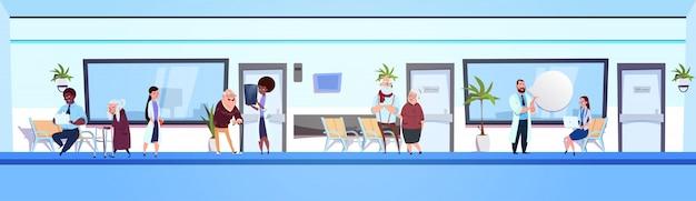 Gruppe von personen in krankenhaus-warteraum-mischungsrasse doktoren